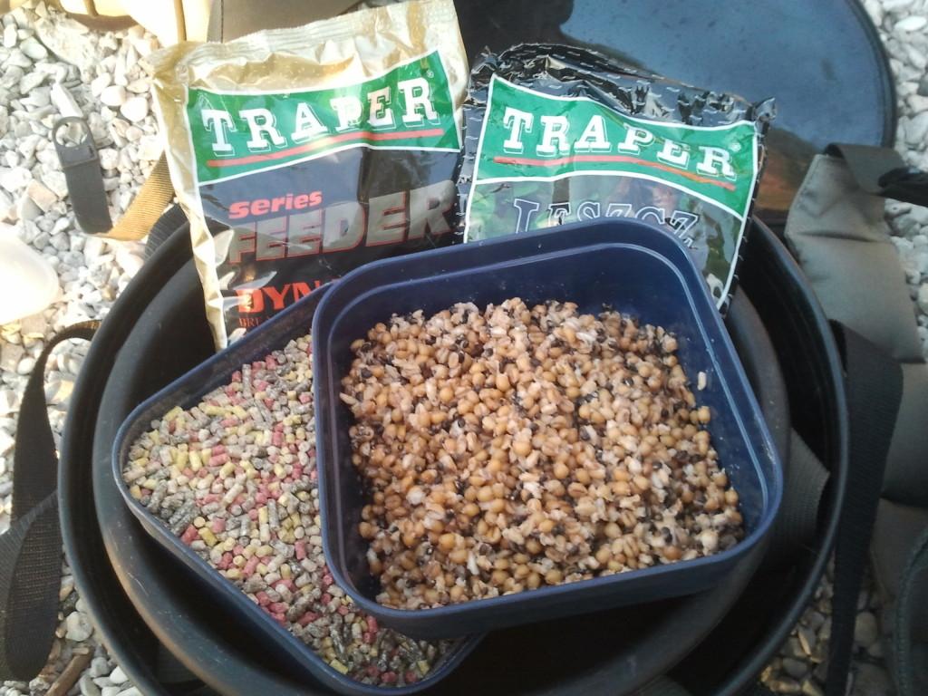 Traper Sekret Leszcz + Traper Feeder Series Dinamic + Traper MIX-3(зерна пшеницы,перловки и конопли) + секретный вестч…+ немного мелассы…+ гранулы размером 4мм